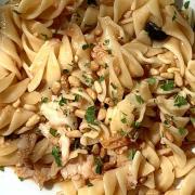Fusilloni, baccalà, pinoli e olive nere